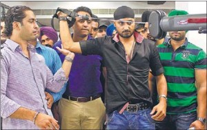 Cricketer-Harbhajan-Singh-working-out-on-the-equipment-during-the-inauguration-of-a-gymnasium-at-Mall-Road-in-Ludhiana-on-Wednesday