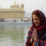 Premier of Canadian province pays obeisance at Golden Temple