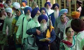 1700 Sikh pilgrims cross over to Pakistan to observe Guru Nanak's birth anniversary